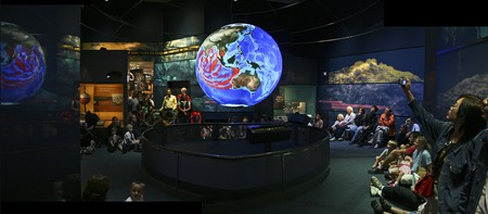 Science on a Sphere - Smithsonian Natural History | © woodleywonderworks/Flickr
