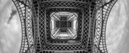 Disorienting view of the Eiffel Tower │ © Willy Verhulst