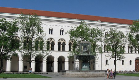 View of the main building/©WikiCommons