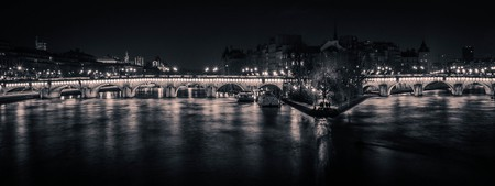 The full length of the Pont Neuf at night │© Curtis MacNewton/Flickr