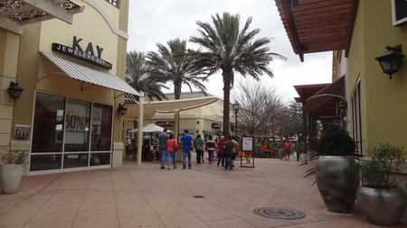 Tanger Outlet Mall Houston | © Bradley Fortner/Flickr