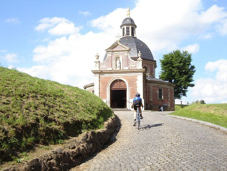 The Muur van Geraardsbergen, one of the most notorious parts of the Tour | © LimoWreck/Wikimedia Commons