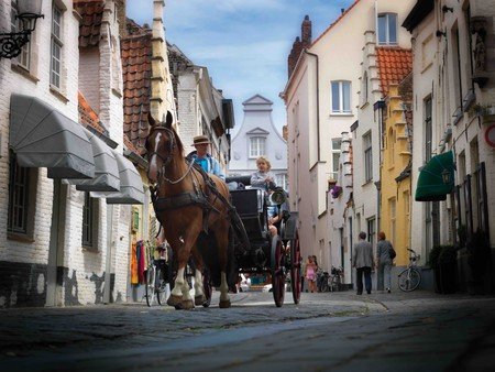 Horse and carriage in the Walstraat in Bruges | © Jan Dhartet/Courtesy of Toerisme Brugge