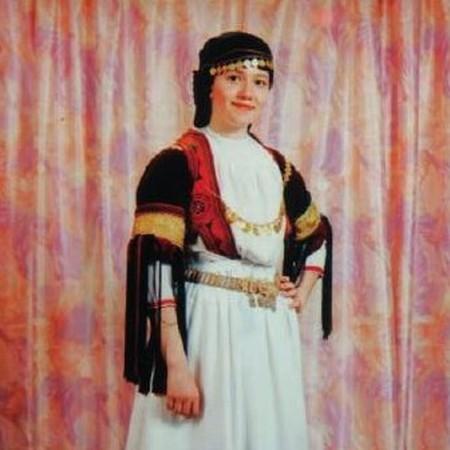 Traditional outfit of karagkouna | © Panagiotis Kourtesiotis/WikiCommons