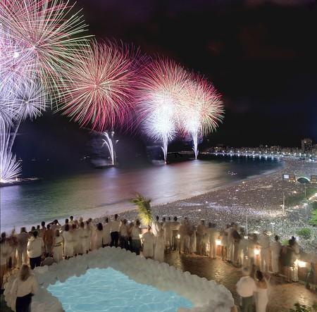 People wearing white  © Porto Bay Hotels & Resorts/WikiCommons