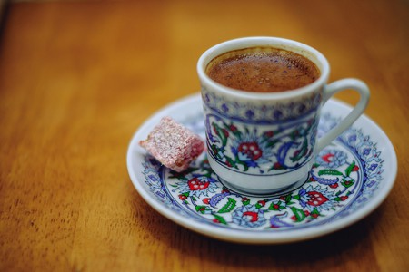 Turkish coffee with Turkish Delight treat | © Norris/Flickr