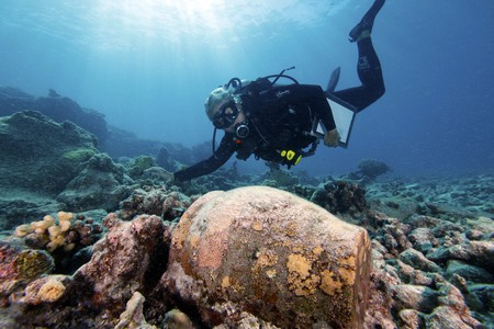 Archaeologist at Work | ©NOAA's National Ocean Service/Flickr