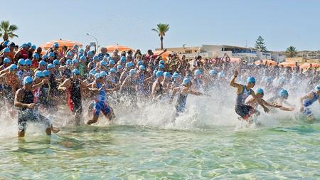 https://commons.wikimedia.org/wiki/File:D7C3714_bis_Triathlon_San_Vito_Lo_Capo_2014.jpg
