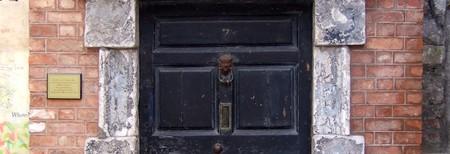 Entrance to 7 Eccles Street at the James Joyce Centre Dublin | © Pointillist/WIkiCommons