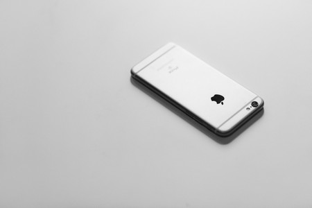 iPhone 6S in black and white    © Courtesy of freestocks.org/Flickr