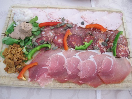 Assorted Meat Plate © yannie_trip/Flickr