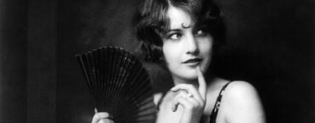 Barbara Stanwyck, Ziegfeld girl | © Alfred C. Johnston/Public Domain