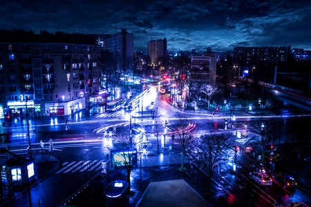 Heavy traffic circulation in Paris even at night │© John Lee Maverick