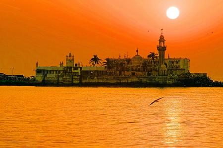 Haji Ali Dargha   © Humayunn Peerzaada/WikiCommons