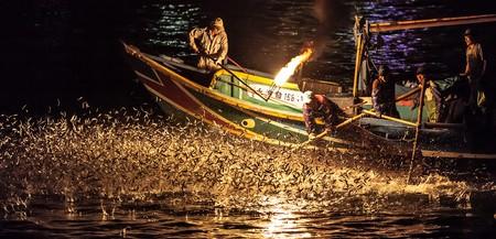 Fire fishing in Jinshan, Taiwan | © Steve Ang / Flickr