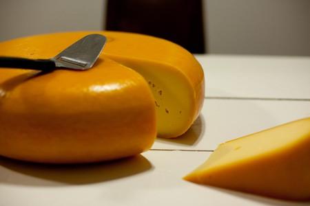 A golden wheel of Gouda cheese | © Eelke/Flickr