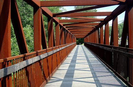 A bicycle bridge ©  Joe Wolf / Flickr