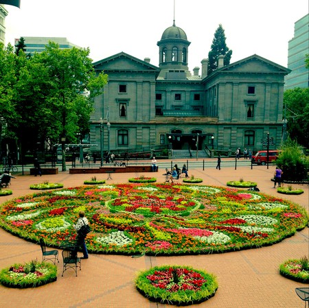 Pioneer Courthouse Square flowers (cropped) | © Justin Houk / Flickr