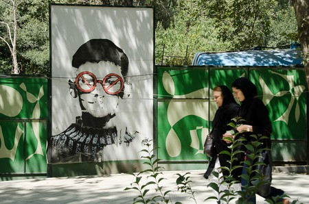 Two women walk by the street art of ICY and SOT | © Kamyar Adl / Flickr