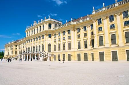 The back entrance of the palace  | © joenevill / Flickr