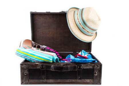 holiday suitcase | ©George Hodan / PublicDomainPictures.net