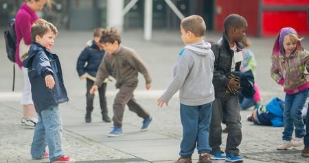 Kids playing outside the Centre Pompidou, Paris │© Gatanass / Flickr
