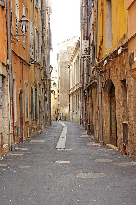 Beautiful pastel coloured buildings are synonymous with Nice | © Dennis Jarvis/flickr