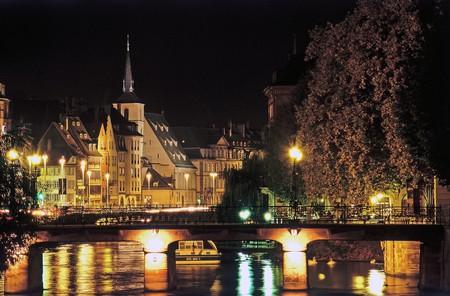 Quai Charles Frey and Saint Nicolas bridge in Strasbourg, France © Nicholas Hamm / OT Strasbourg