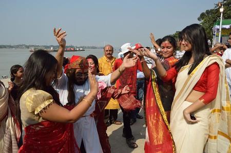 Women in traditional Kolkata sarees | © Biswarup Ganguly / WikiCommons