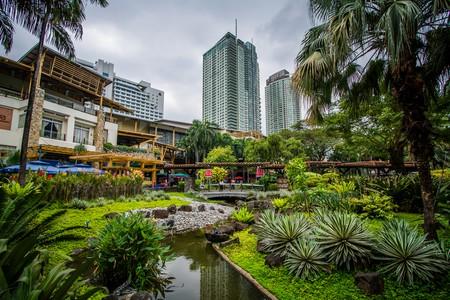 Gardens and skyscrapers at Greenbelt Park, in Ayala, Makati   ©  Jon Bilous/Shutterstock