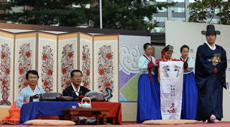 Traditional Korean wedding and pyebaek ceremony | © KoreaNet / Flickr