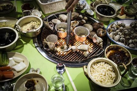 Jogae gui, Korean-style grilled shellfish | © Mr. Kototo / Flickr