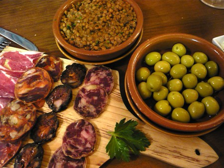 Amazing tapas can be found around the Puerta del Sol | © Jessica Spengler/Flickr
