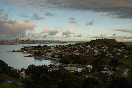 Auckland Skyline, Devonport and Mount Victoria | © russellstreet/Flickr