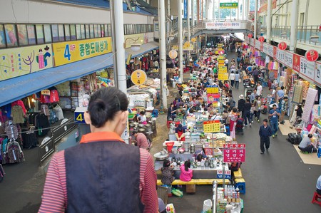 The hustle and bustle of Seomun Market