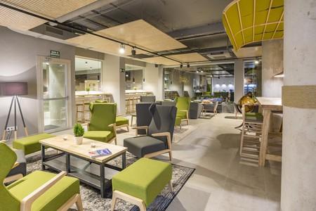 The green-inspired Artiem Lobby | © Artiem Hotel