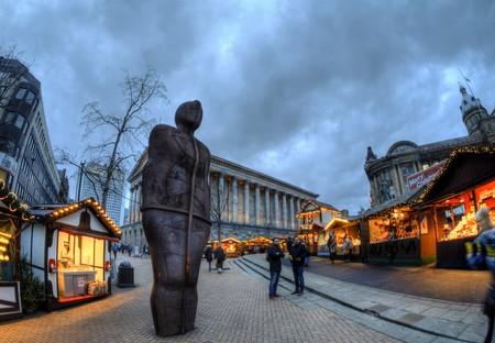 Birmingham's Iron Man statue & Town Hall © Neil Howard Flickr