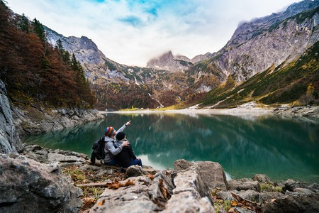 Couple climbing in the Alps │© Flo Maderebner / Pexels