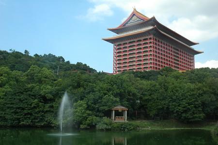 Grand Hotel Fountain  | © Jpatokal / Wikicommons