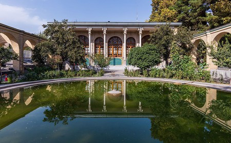 The Qajar era Masoudieh Palace | © Diego Delso / Wikimedia Commons