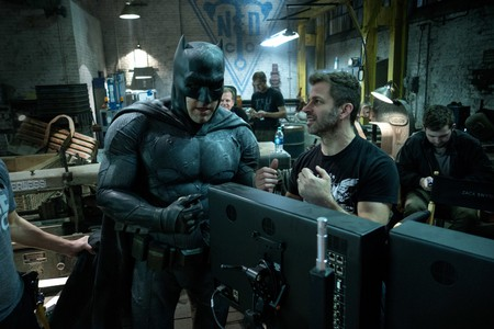Ben Affleck and Zack Snyder on the set of 'Batman vs Superman' | © Warner Bros