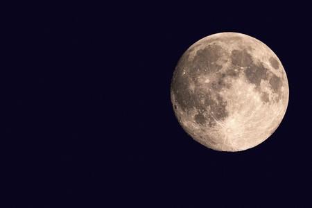 Super Moon │© Paramonov Alexander/Shutterstock