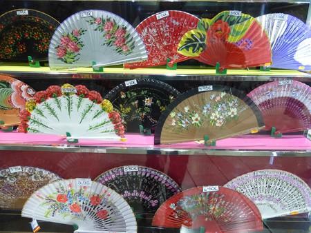 Flamenco-style fans are a great souvenir; pixabay