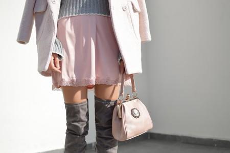 Woman in pink and grey   © Tamara Bellis/Unsplash