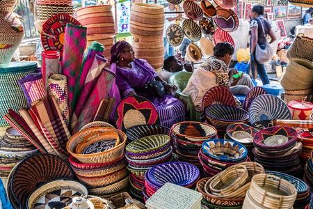 Shopping in a Nairobi Masai Market | © Ninara / Flickr
