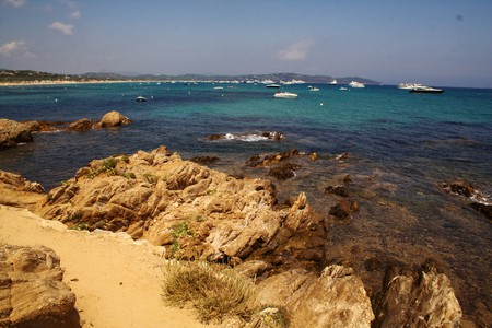 Take a half-day walk along the wild and rugged beaches of St Tropez | © karrikas/flickr