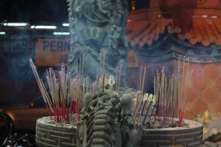 Taoist Worship | ©benoxi/Flickr