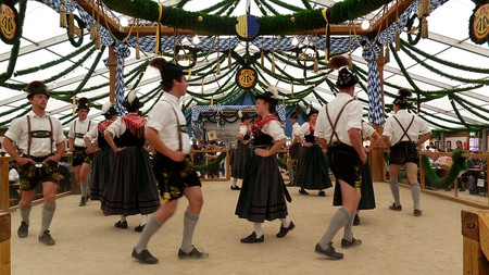 Dancers at Oktoberfest © digital cat /flickr