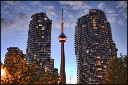 Toronto's CN Tower   © Umair Khan / Flickr