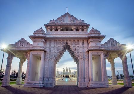 BAPS Shri Swaminarayan Mandir   © Katie Haugland
